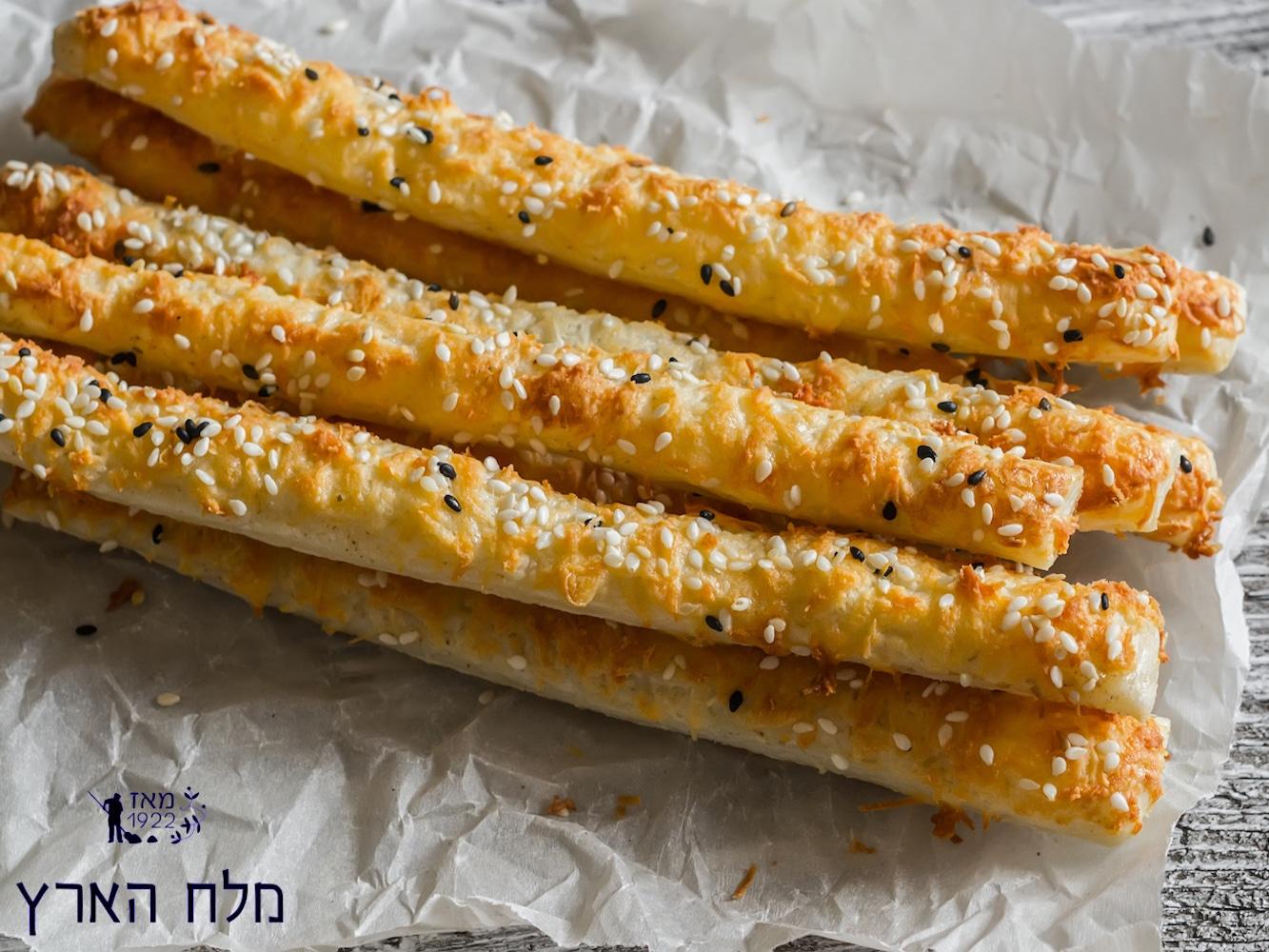 """""""מלח הארץ"""" מציעה: מקלות לחם מלוחים עם מטבלי גבינות"""